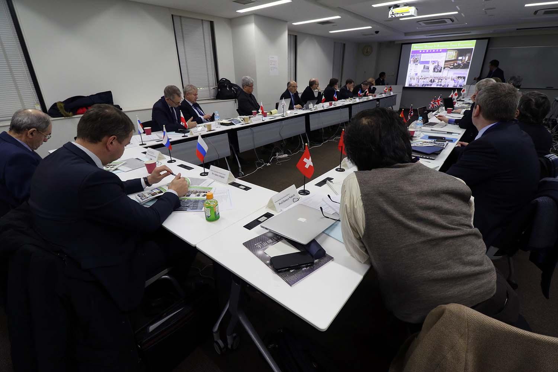 ハイパーカミオカンデに向けた協力について発言する各国からの代表者たち