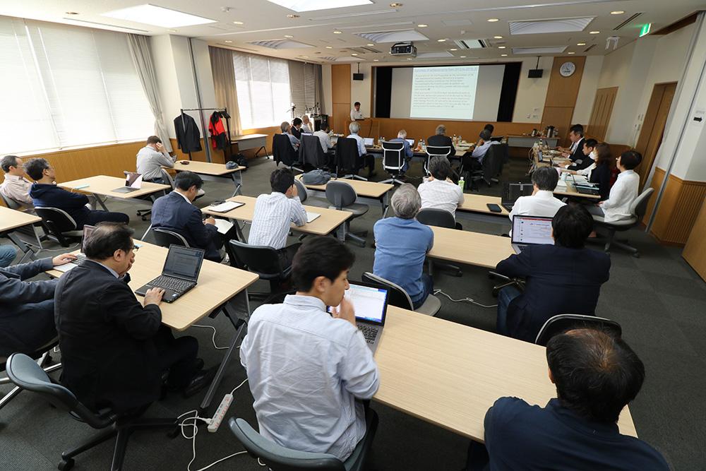 宇宙線研6階の大セミナー室で行われた外部評価委員会