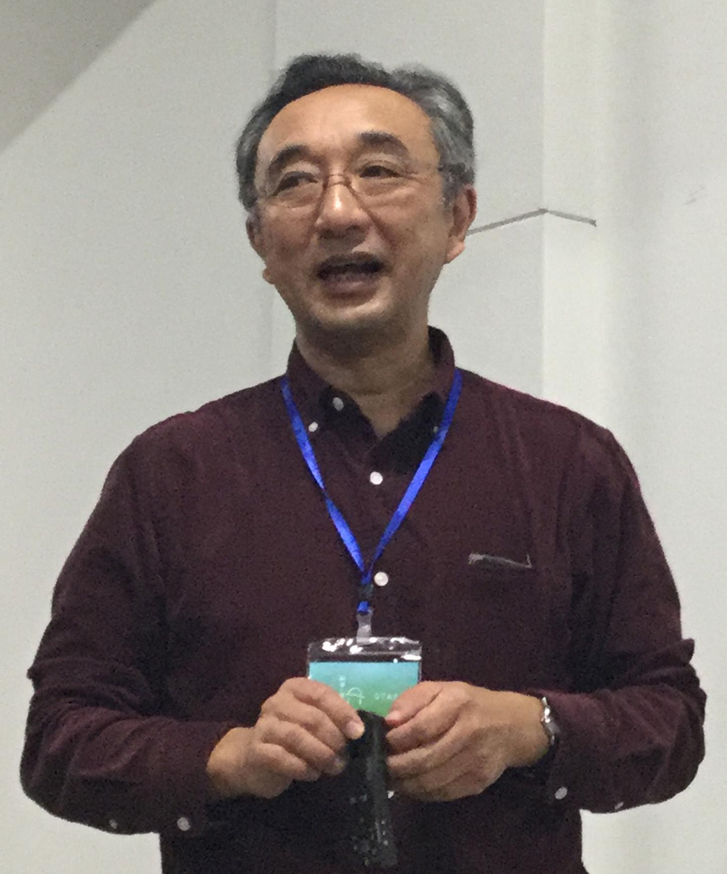 宇宙線について説明する講師の大林さん