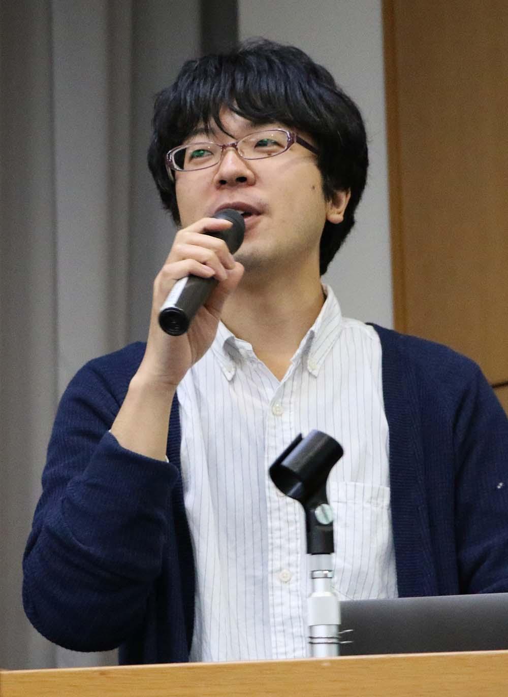 ユーモアたっぷりに自己紹介する川口さん