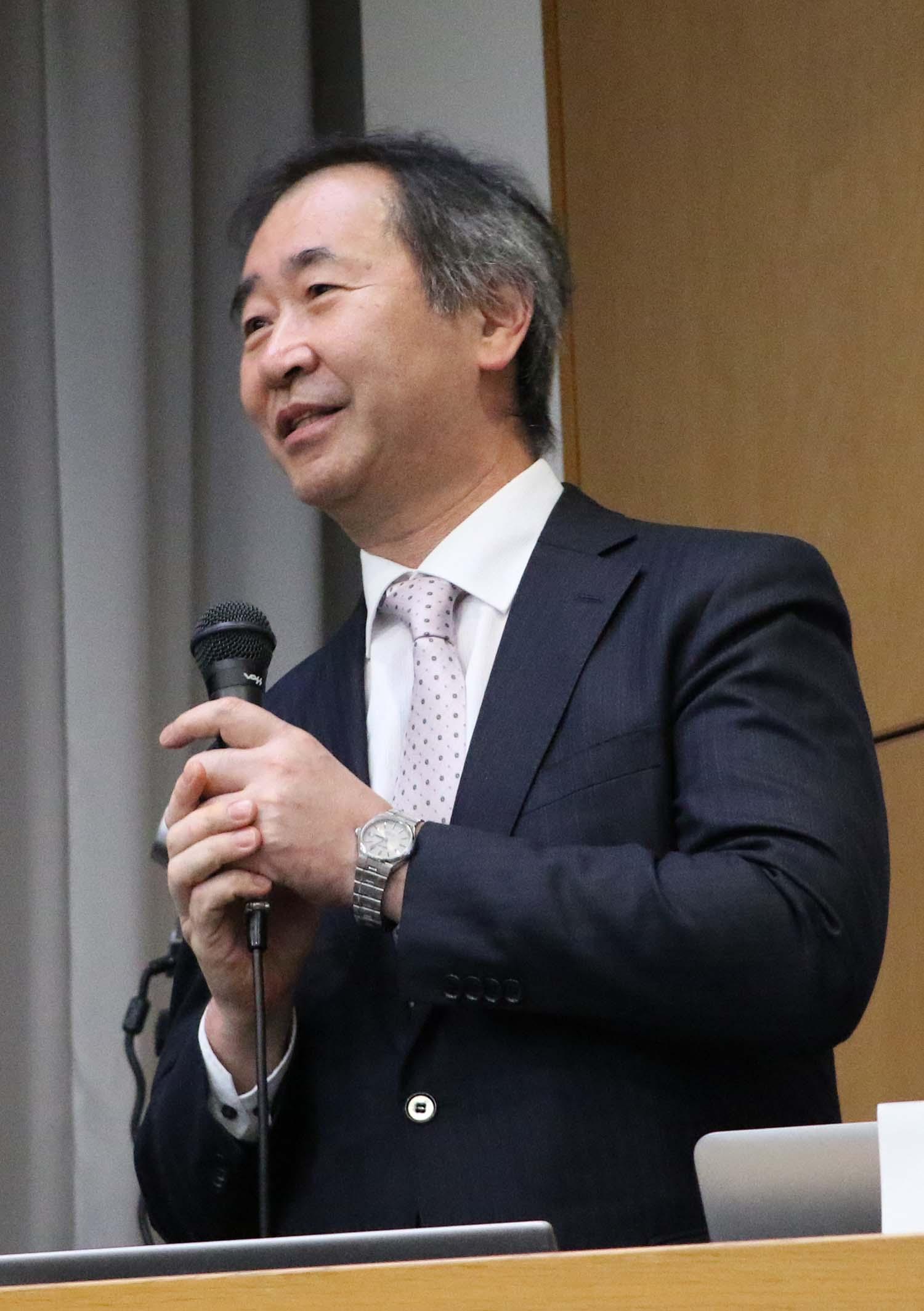 たくさんの質問に一つ一つ丁寧に答える梶田所長